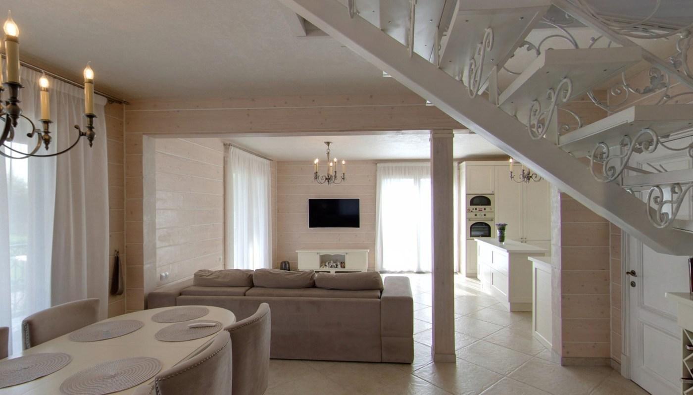 Modish Wnętrze drewnianego domu IN77